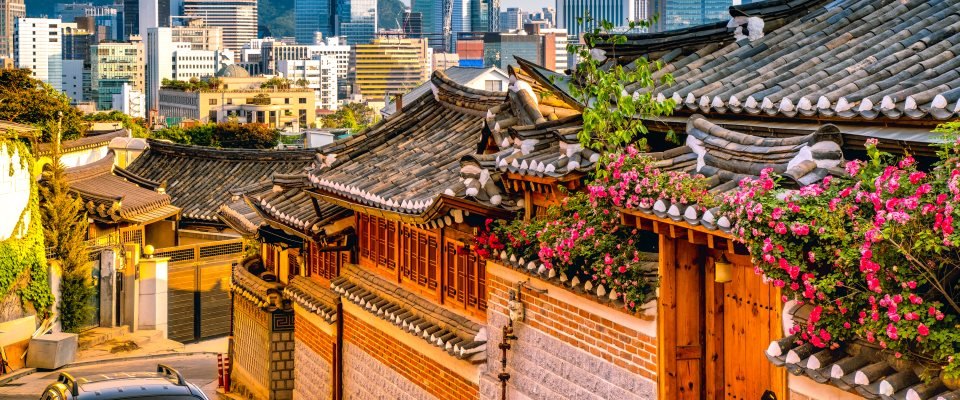Seoul bezienswaardigheden - Bukchon Hanok Village is een Koreaans traditioneel dorp in Seoul